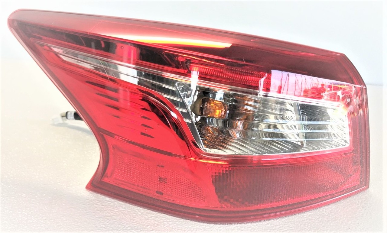 Nissan Sentra 2016 2017 2018 tail light outer left driver